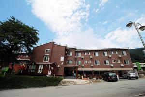 The Red House Hotel  Motels  Sokcho