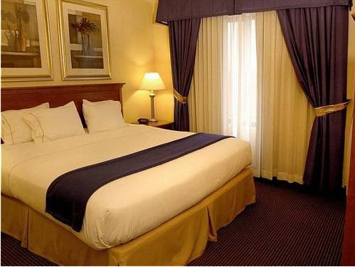 Holiday Inn Express & Suites Buffalo Airport